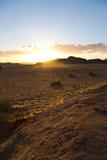 Solnedgång på den Wadi Rum öknen Arkivfoton