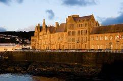 Solnedgång på det Aberystwyth universitetet - Wales Royaltyfria Bilder