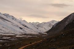 Solnedgång på det Babusar passerandet, Khagan Valley, Pakistan Royaltyfria Bilder