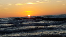 Solnedgång på det baltiska havet Arkivfoton
