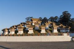 Solnedgång på det Dochula passerandet - Bhutan Arkivfoto