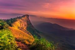 Solnedgång på det höga berget Fotografering för Bildbyråer