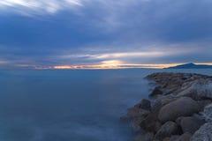 Solnedgång på det Ligurian havet - den Tigullio golfen - lång exponering Royaltyfria Bilder
