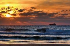 Solnedgång på det medelhavs- havet. Fotografering för Bildbyråer
