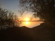 Solnedgång på det Minsk havet royaltyfri fotografi