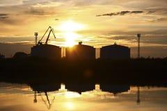 Solnedgång på docksna, Szczecin Polen Royaltyfri Fotografi