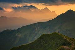 Solnedgång på Dolomites royaltyfria foton