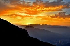 Solnedgång på Dolomites Royaltyfria Bilder