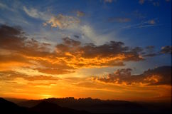 Solnedgång på Dolomites Royaltyfri Bild