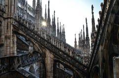 Solnedgång på Duomodi Milano royaltyfri foto
