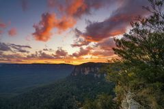 Solnedgång på Echo Point, blå bergnationalpark, NSW, Australien Arkivbild