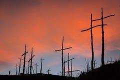 Solnedgång på El Bosc de les Creus & x28; Skogen av Crosses&en x29; Arkivbild