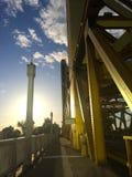 Solnedgång på en bro Royaltyfri Foto