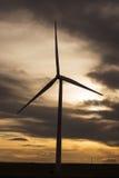 Solnedgång på en Colorado vindturbin Arkivfoto