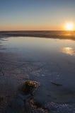 Solnedgång på en lake Royaltyfri Bild