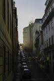 Solnedgång på en Lissabon gata Royaltyfri Bild