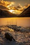 Solnedgång på en norsk fjord Arkivfoto