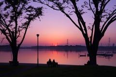 Solnedgång på en parkera Fotografering för Bildbyråer