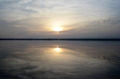 Solnedgång på en salt sjö Royaltyfria Bilder