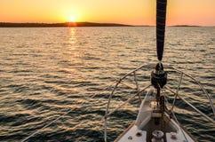 Solnedgång på en segelbåt Royaltyfria Foton