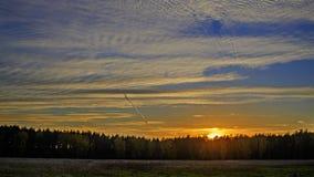 Solnedgång på en sommarafton Arkivbilder