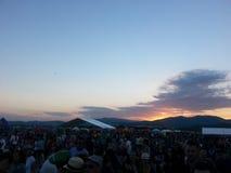 Solnedgång på festival för öppen luft Arkivfoto