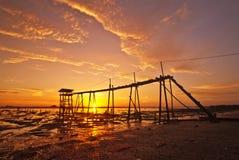 Solnedgång på fiskeläget Arkivfoton