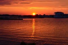 Solnedgång på fjärden Royaltyfri Bild