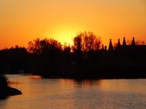 Solnedgång på floden Royaltyfri Bild