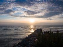 Solnedgång på floden Fotografering för Bildbyråer