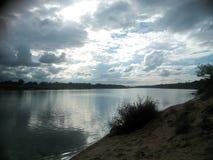 Solnedgång på floden Royaltyfria Foton