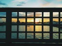 Solnedgång på floden av liv Arkivfoton
