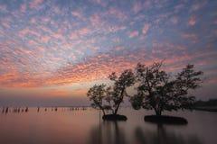Solnedgång på floden i Thailand Arkivfoton