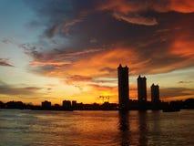 Solnedgång på floden på Bangkok Royaltyfri Foto