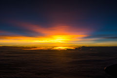 Solnedgång på 40 000 fot Arkivbilder