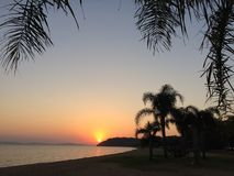 Solnedgång på Guaiba royaltyfri fotografi