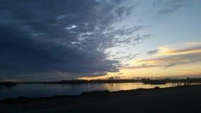 Solnedgång på hamnen arkivbilder