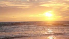 Solnedgång på hav arkivfilmer