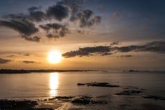 Solnedgång på hav Royaltyfri Bild