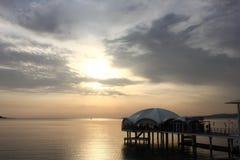 Solnedgång på havet. Arkivfoto