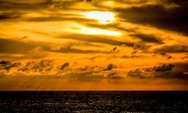 Solnedgång på havet i Bahamas Royaltyfri Fotografi