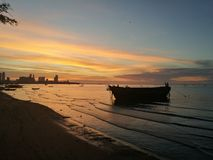 Solnedgång på havet i Thailand Arkivfoto