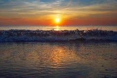 Solnedgång på havet, soluppgång på det baltiska havet, det baltiska havet, suen Royaltyfri Bild