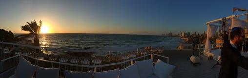 Solnedgång på havet som förbluffar sikt royaltyfria foton