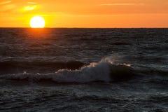 Solnedgång på havskusten, Royaltyfri Bild