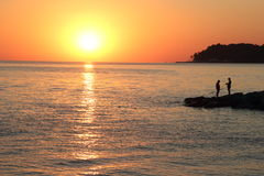 Solnedgång på havskusten Arkivfoton