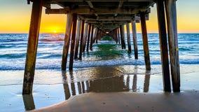 Solnedgång på Henley Beach Arkivbild