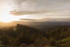 Solnedgång på hoppsadeln Arkivfoto
