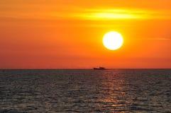 Solnedgång på horisonten Royaltyfria Bilder