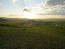Solnedgång på i den Inner Mongolia grässlätten Arkivbild